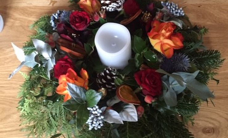 Christmas Table Arrangements Flowers.Festive Fun With Flowers And Foliage Christmas Table